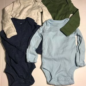 Lot of 4 carters long sleeve onesies size newborn